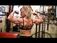 Strong muscle woman Clarkflex dressed in black shows off her great body at the gym